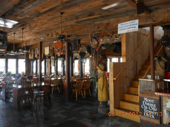 Little Jacks's Seafood Restaurant and Lobster Pool: interior dining