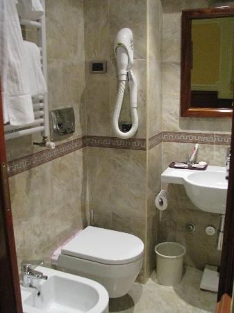 Borromeo Hotel: Baño