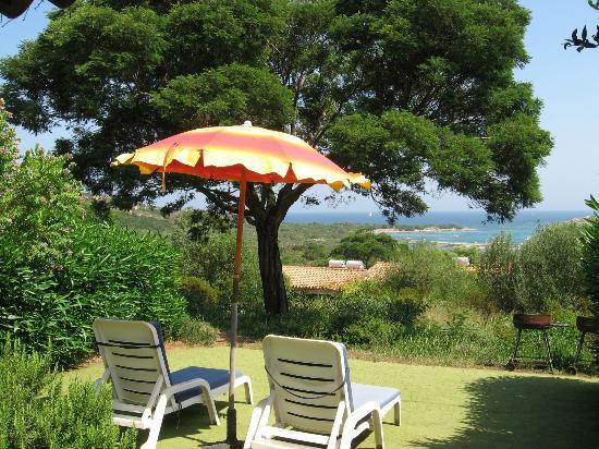 Residence Baia Salinedda: panorama dal giardino