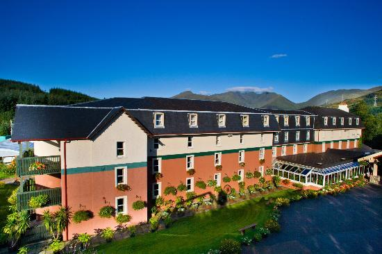 Dalmally Hotel: Hotel + Mountains