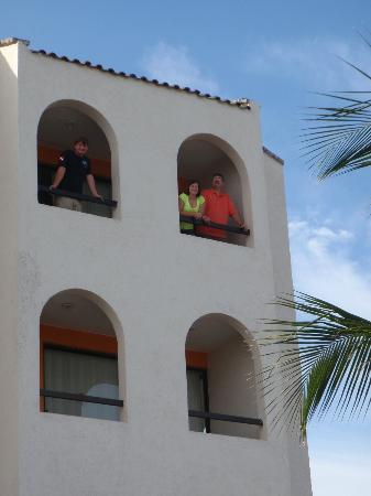 Suites Bahia: Ocean front balcony room. Bahia hotel