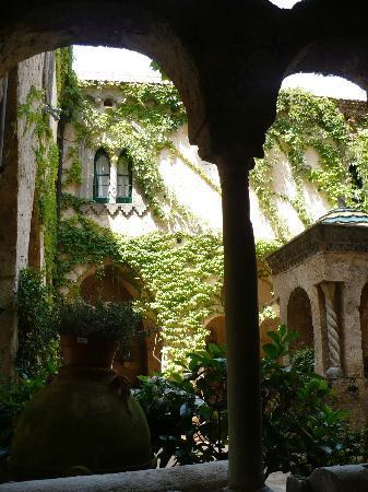 Palazzo Verone: Il bellissimo chiostro di villa Cimbrone