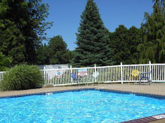 The Harrington Inn: Pool area