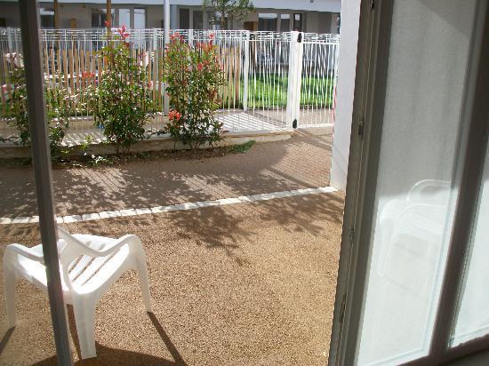 P'tit Dej-HOTEL Ile de Re : vue de la petite terrasse des chambre