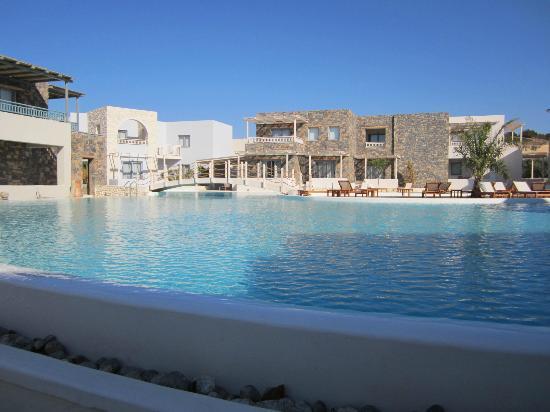Ostria Resort & Spa : les nouveaux batiments et la piscine