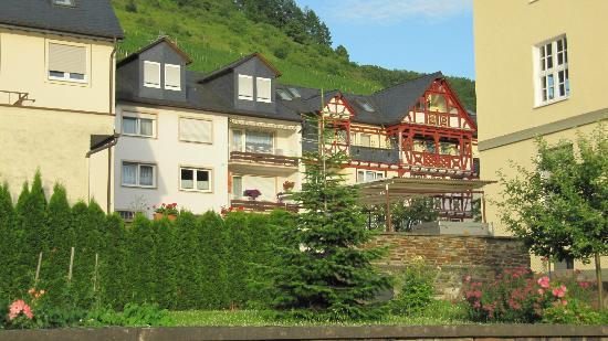 Hotel Zehnthof: View of Hotel From River Bank