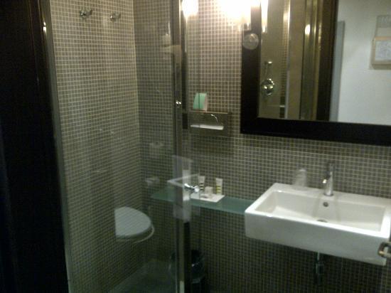 Mercure Palermo Centro: Salle de bain