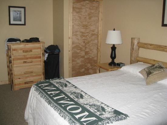 Glacier Outdoor Center: one of 3 bedrooms