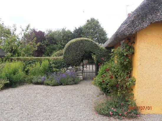 Adare Irish Cottages: Grounds