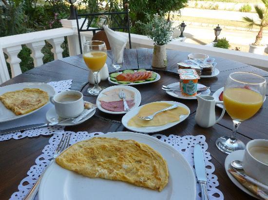 Conny's Hotel : Breakfast