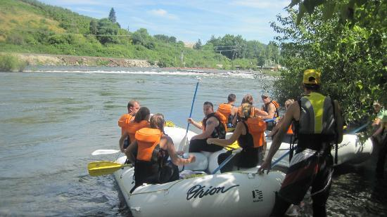 Orion River Rafting: Loading up