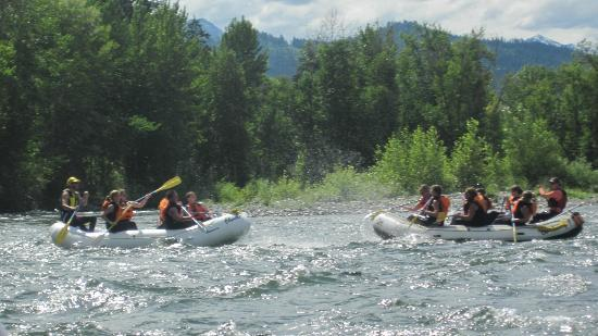 Orion River Rafting: Waterfights are fun!