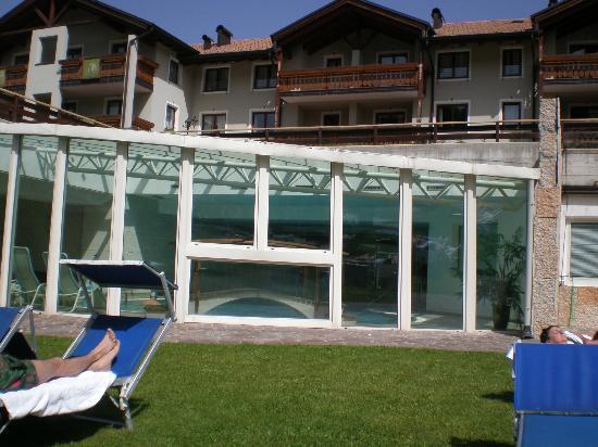 Golf Hotel - Blu Hotels: Vista piscina da prato