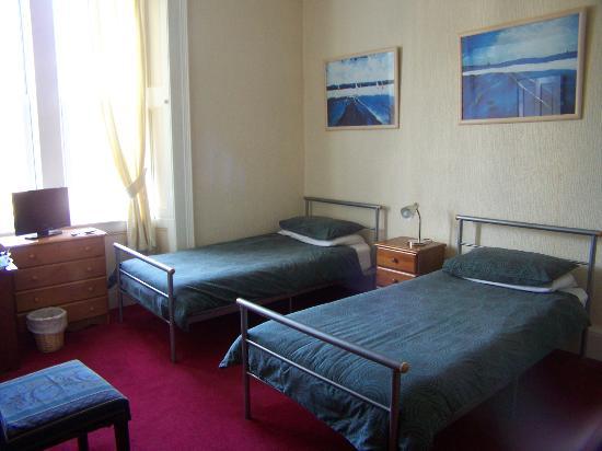 Ashton Guest House: Ensuite Triple Room