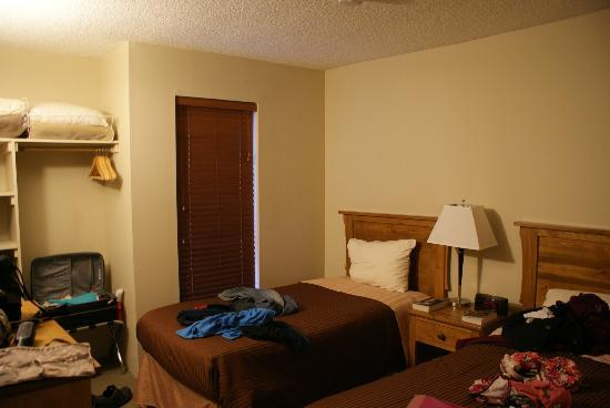 Tantalus Lodge: twin room (excuse our stuff everywhere)