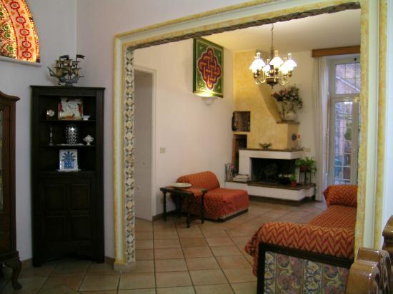 Il soggiorno con il camino - Foto di Il Mosaico B&B, Rocca di Papa ...