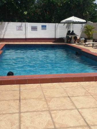 Bananaquit Apartments: Pool area