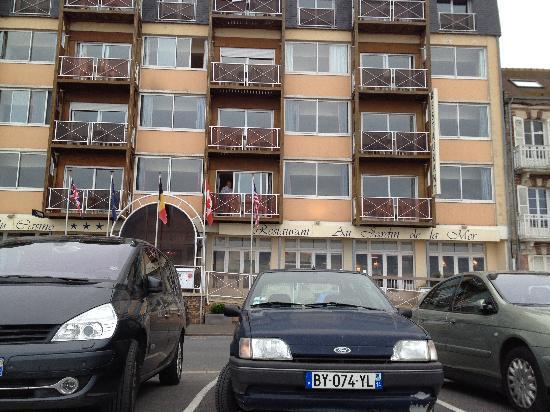 Hotel des Thermes et du Casino: Voorzijde van het hotel