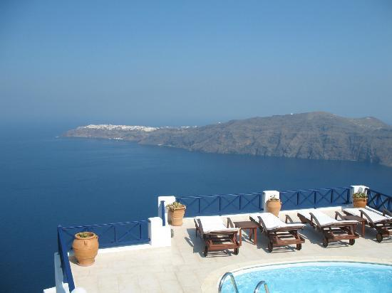 Ilioperato Traditional Apartments: Amazing sun deck with plunge pool!