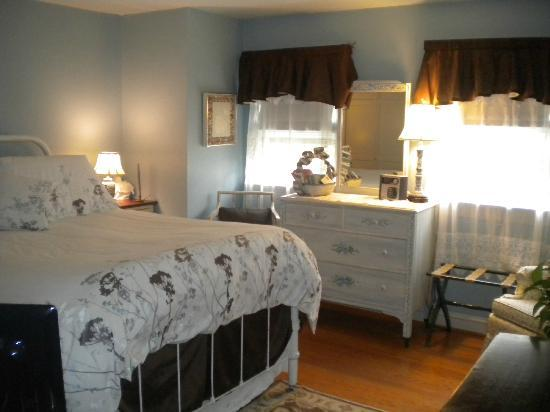Gatsby's House Bed & Breakfast: Queen Bedroom