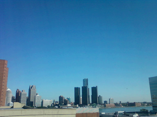 Quality Suites Downtown Windsor: View of Detroit from our room