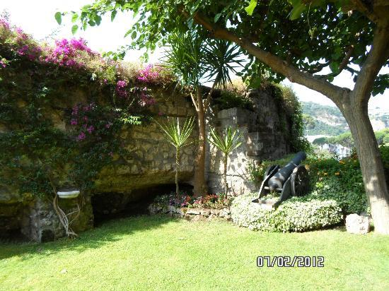 Antiche Mura Hotel: Beautiful Grounds