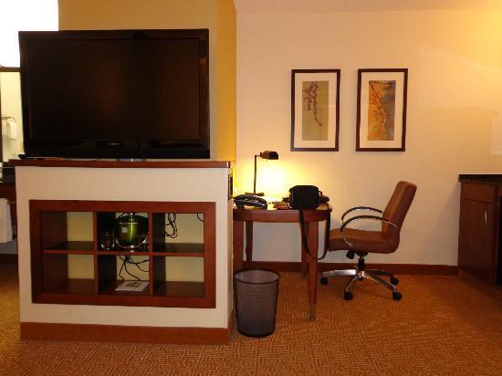 Hyatt Place San Antonio Airport/Quarry Market: Room Pic 1