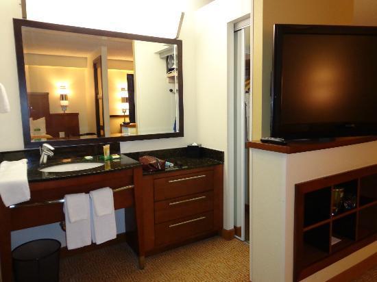 Hyatt Place San Antonio Airport/Quarry Market: Room Pic 3