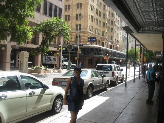 هوتل فالينسيا ريفرووك: Front of Valencia Hotel 
