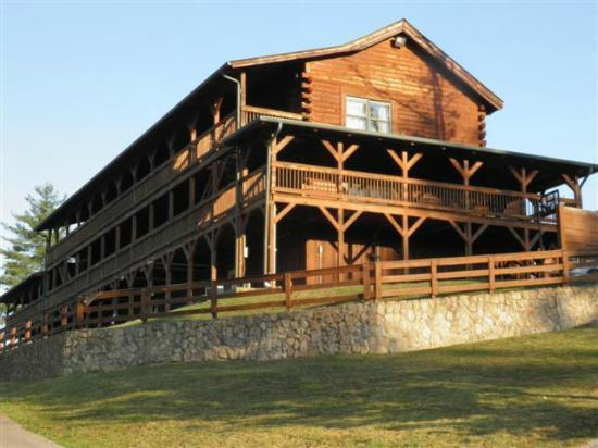 Cliffview Resort: Side view of Lodge