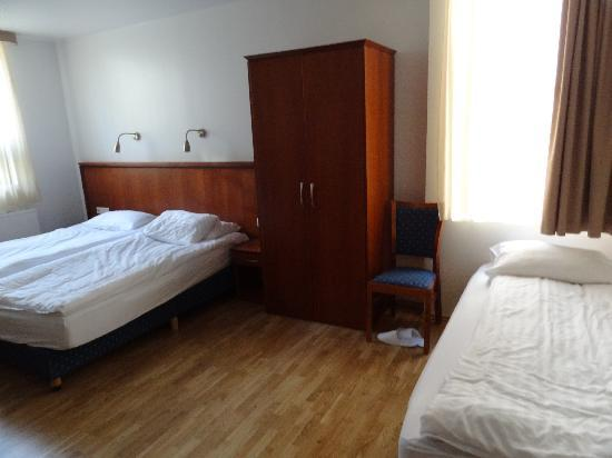 CenterHotel Plaza: Ground floor triple room