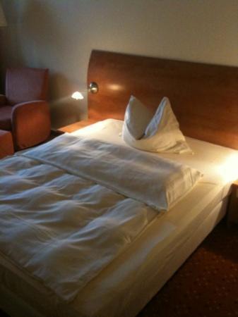 Mercure Hotel Itzehoe Klosterforst: Gemütliches Bett