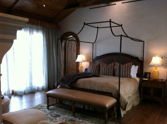 The Inn at Dos Brisas: Bedroom