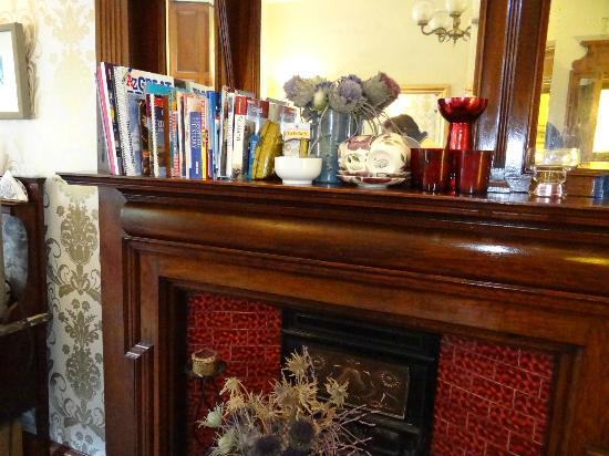 Canadale Guest House: Fireplace in Dining Room