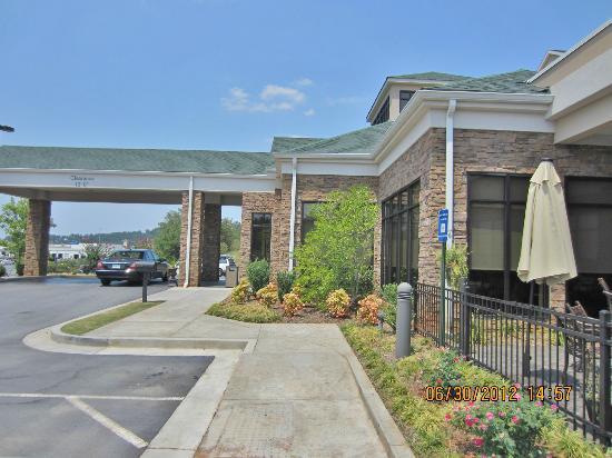 Hilton Garden Inn Cartersville: front entrance