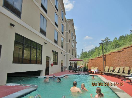 Hilton Garden Inn Cartersville: seating tight to wall