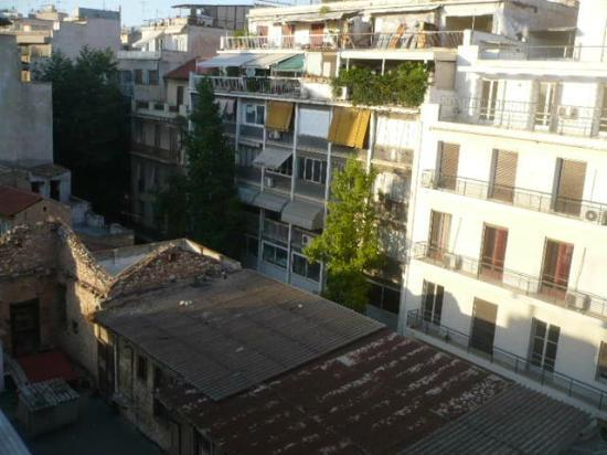 Hotel Carolina: View from the balcony into central Athenian streets