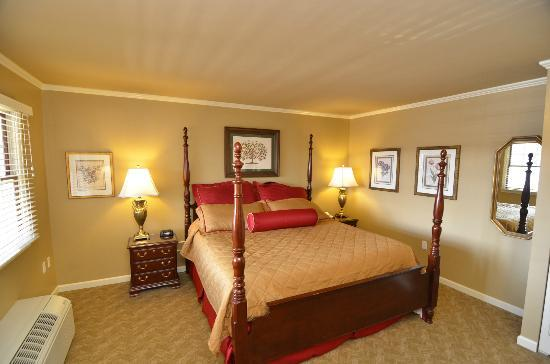 Pine Barn Inn: Premier Suite Bedroom