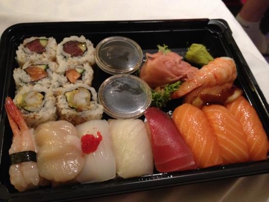 mitsu cafe: sushi