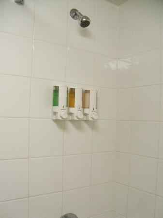 Drury Inn & Suites Nashville Airport: shampoo/conditoner/body wash dispensor