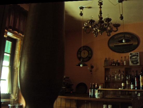 Esmeralda : bar area in early morning