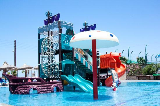 Stella Palace Resort & Spa: Children's Pirate Ship Pool