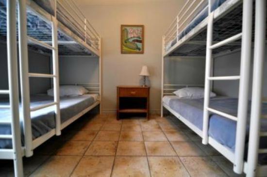 HI Montreal Hostel : Shared room