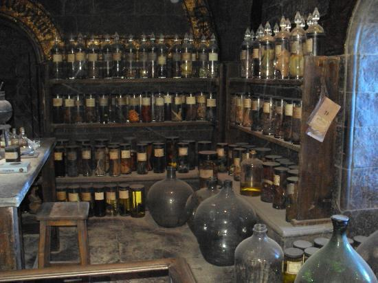 Warner Bros. Studio Tour London - The Making of Harry Potter: The Potions Classroom