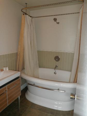 English Inn: Soaker tub