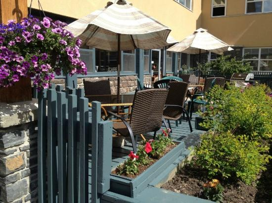 The YWCA Banff Hotel: Enjoy afternoon food & drink specials on our cafe patio.