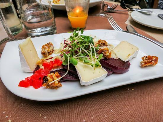 COMO COMO: Beet salad, Camembert cheese and caramelized walnuts.