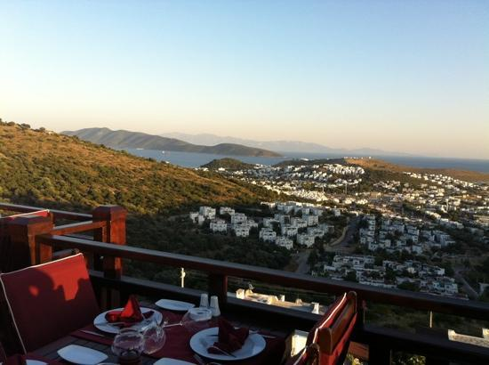 Kafedaki Restaurant & Lounge: Kafedaki as the sun sets