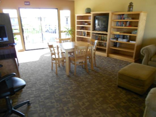 Quality Inn & Suites Phoenix NW-Sun City: Books and Internet free of charge