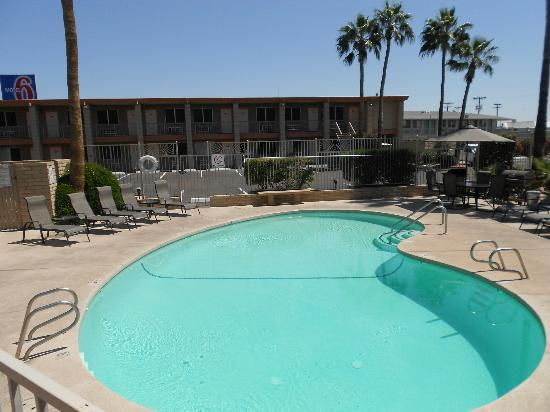 Quality Inn & Suites Phoenix NW-Sun City: Heated Pool